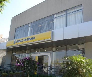 Banco do Brasil - Av. Pres. Kennedy: revestimento da marquise ACM prata. -