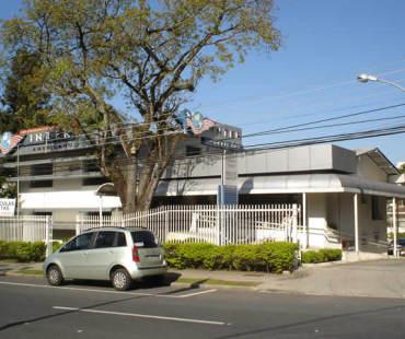 Inter Americano Cabral: revestimento da fachada, brises e cobertura em ACM prata. -