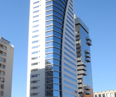 World Business: revestimento das marquises entre a pele de vidro em alumínio sólido prata (850 m²)  -