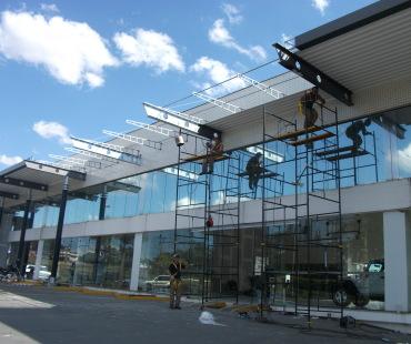 Confecção e instalação de estruturas metálica para cobertura. -