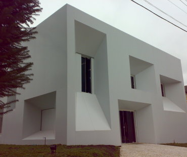 Studio Lumakeup: Retrofit da fachada em ACM branco.  -